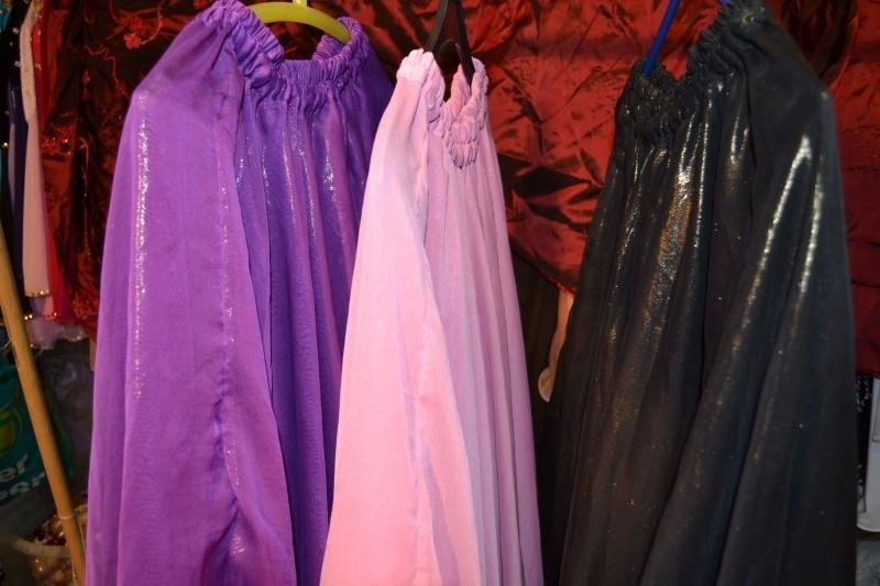 Prinsessenrok, glansstof, dubbele laag. Golvende zoom. In diverse kleuren te krijgen
