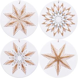 Kerstlabels Wit rond om te borduren ( 8 stuks )
