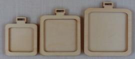3 houten mini borduurhangers / lijstjes VIERKANT