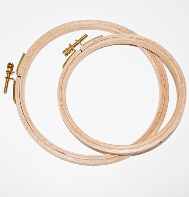 Borduurring hout 22 cm ( hoogte 8 mm )
