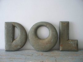Oude bronzen letters SOLD