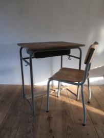 Oud bureautje / schooltafeltje met stoeltje SOLD