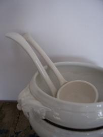 Oude porseleinen soeplepel
