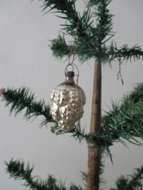 Oude antieke kerstbal / druiventrosje
