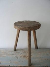 Oude houten kruk SOLD