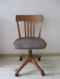 Oude industriele houten bureaustoel SOLD
