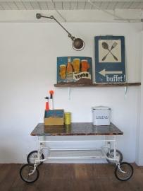 Industriele oude ziekenhuistrolly  / tafel / commode SOLD