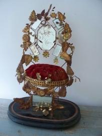 Frans bruidsstoeltje met wassen decoraties SOLD