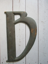 Oude bronzen letter B SOLD