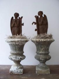 Antiek franse louvre vaasje met engel ornamentjes SOLD