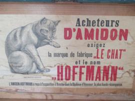 Oude kist met kat