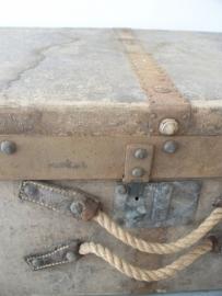 Oude koffer bekleed met linnen SOLD