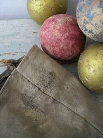 Oude canvas zak met houten ballen SOLD