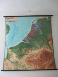 Oude schoolplaat Benelux XXL met relief