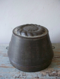 Oude puddingvorm van blik SOLD