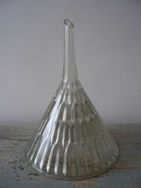 Oude trechter van glas SOLD