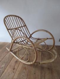 Oude rotan schommelstoel SOLD