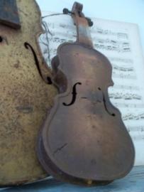 Oude violen van zink SOLD