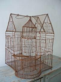 Grote antieke Franse vogelkooi van draadwerk SOLD