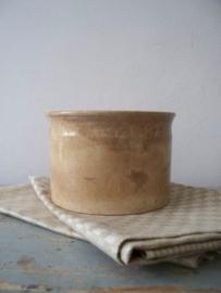 Oude beboterde pot / zalfpot SOLD