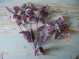 Franse bloemornamentjes van glaskralen SOLD