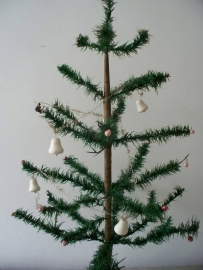 Oud kerstslingertje met wattenbellen SOLD
