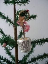 Oude antieke kerstbal / bloemenmandje SOLD
