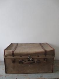 Oude linnen koffer SOLD