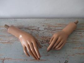 Oude houten etalage handen SOLD