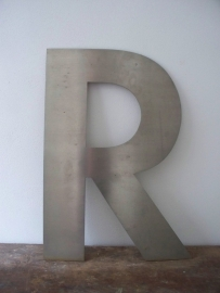 Grote industriele letter R SOLD