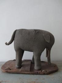 Oude olifant op wielen SOLD