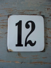 Oude emaille huisnummer NR 12 SOLD