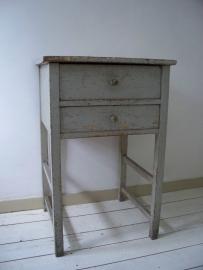 Kastje / tafeltje  in gecraqueleerde oude verflaag SOLD
