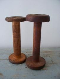 Oude houten spoelen