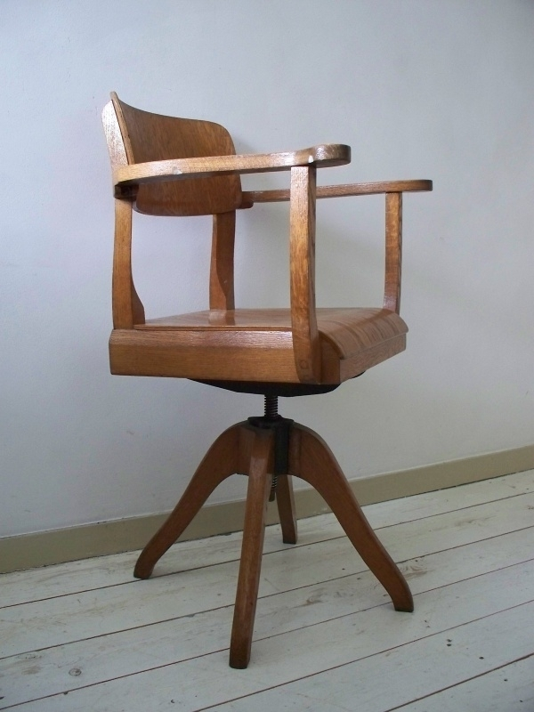 Oude Bureau Stoel.Oude Industriele Bureaustoel Sold Sold Sjebbiez