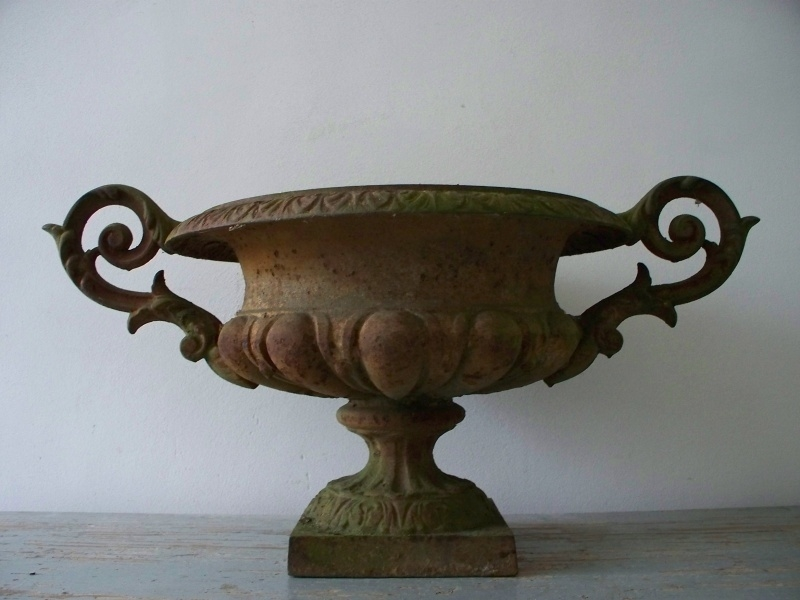 Antieke Gietijzeren Vazen.Antieke Franse Tuinvaas Sold Tuin Garden Sjebbiez