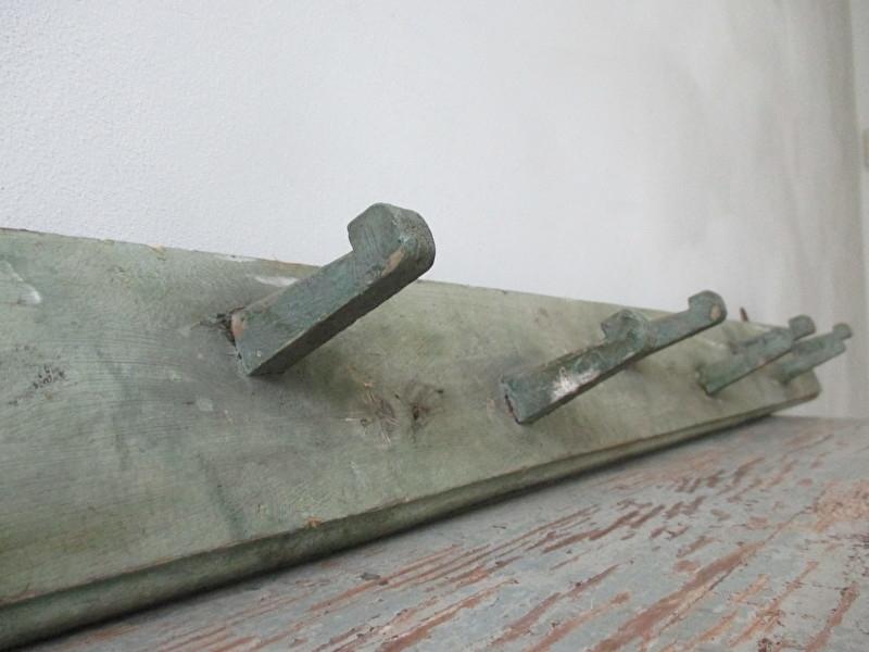 Wonderlijk Lange houten kapstok SOLD | sold | sjebbiez QE-73