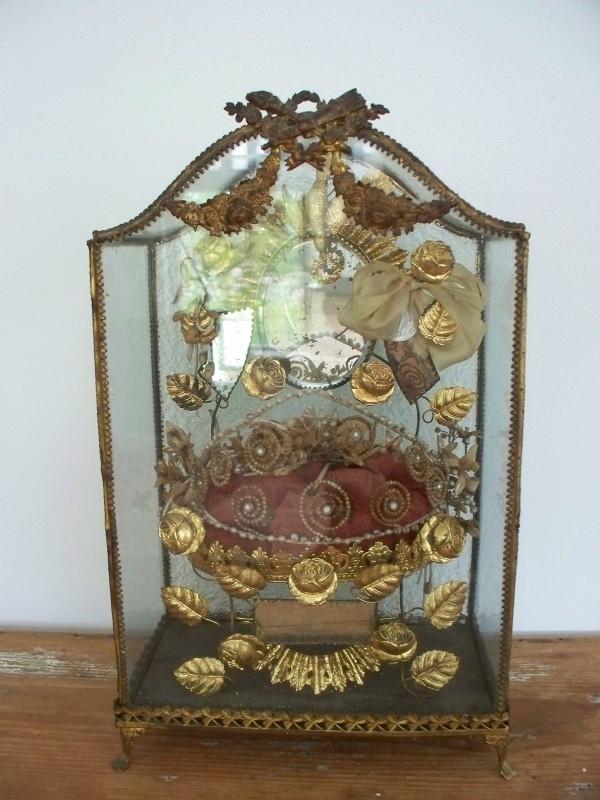 Antiek Frans bruidskastje met wassen bruidskroontje SOLD
