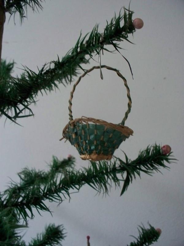 Oude antieke kerstbal / mandje SOLD