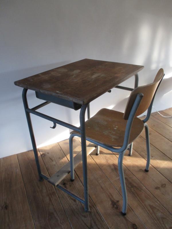 Oud School Tafeltje.Oud Bureautje Schooltafeltje Met Stoeltje Sold Sold