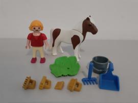 Meisje met pony (13843)