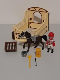 Paardenbox met Arabisch renpaard (13141)