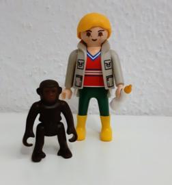 Baby gorilla met verzorger  (1086)