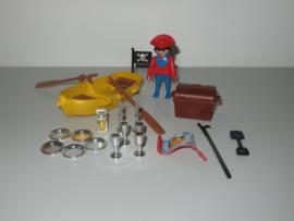 Piraat met bootje (9334)