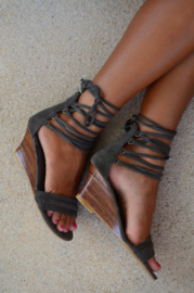 Nina Wedge String Taupe Hot Lava