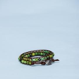 Dubbele armband met jade en metalen sluiting