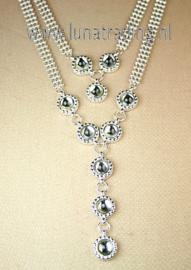 7090  Collier met ornamentjes.  (3 stuks)