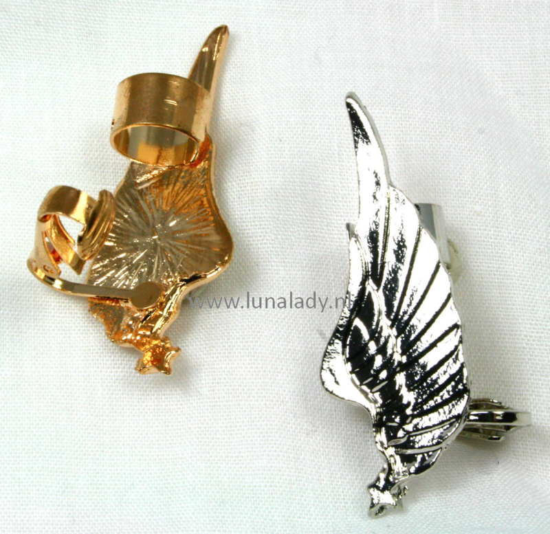 Oor sieraad vleugel zilverkleurig