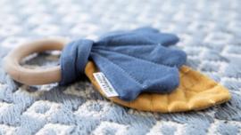 Knisperspeeltje blaadje pure & nature blauw   Little Dutch