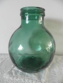 Kleine groene bolle flesvaas met grote hals VERKOCHT